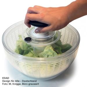 Salatschleuder wird mit einer Hand von oben bedient . zur einhändigen Nutzung