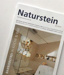 Titel der Zeitschrift Naturstein zeigt eine schwellenloses Dusche mit einer Lichtdurchleuchteten Fläche.